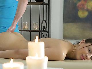 Naturally slim GF Jordan enjoys erotic massage and steamy fuck